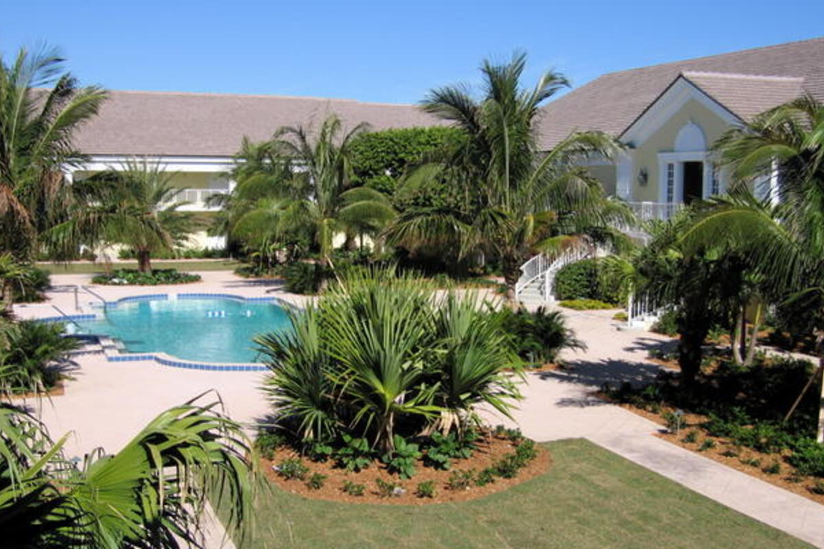 Ih Courtyard Pool15
